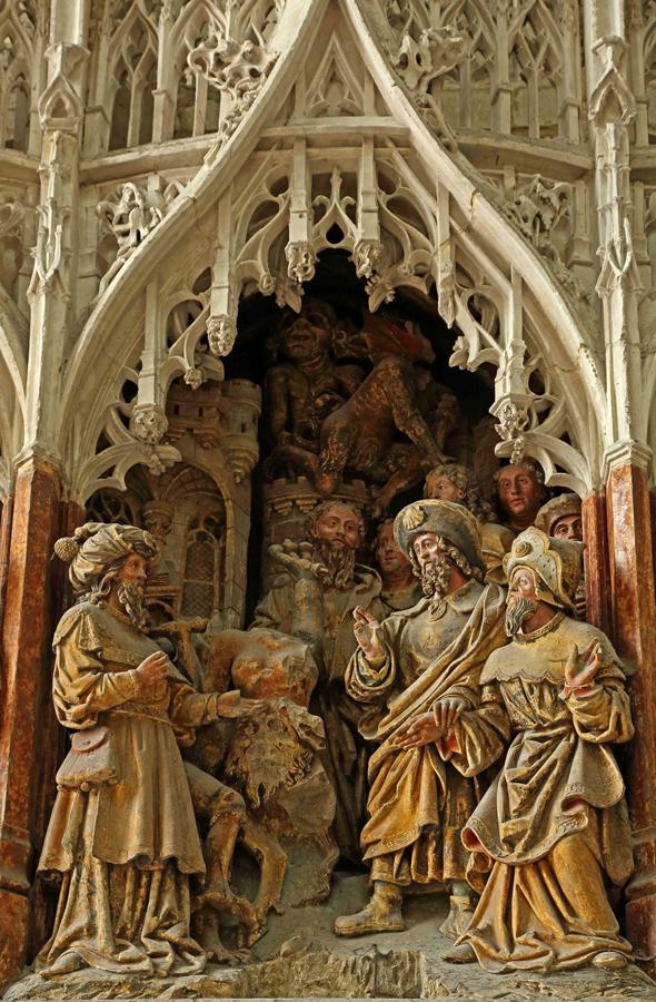 Sculptures évoquant la vie de Saint-Jacques, celui-ci apparaissant avec la coquille sur son chapeau. Cathédrale d'Amiens.