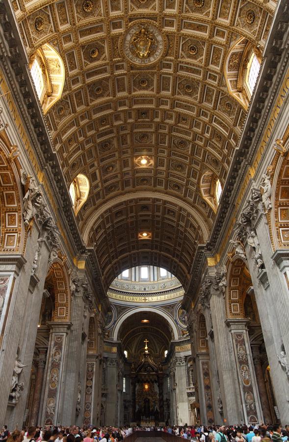 Nef de la basilique Saint-Pierre, Rome.